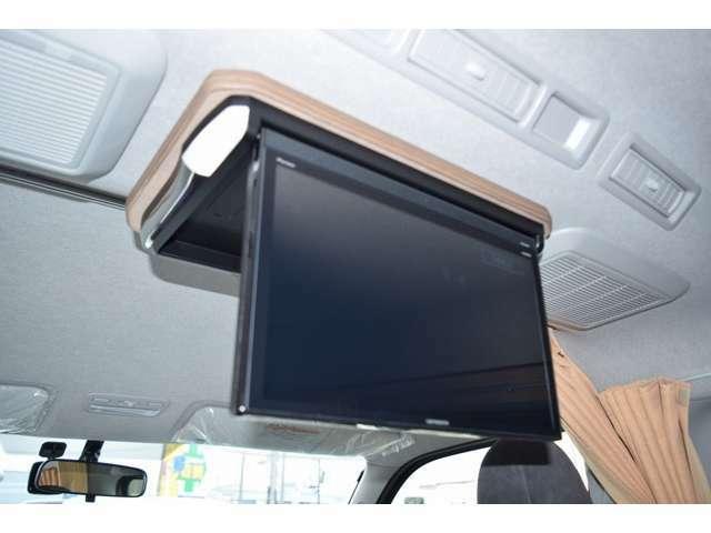 ナビ連動フリップダウンモニター付になりますので、後席の方も快適なドライブをお楽しみ頂けます!