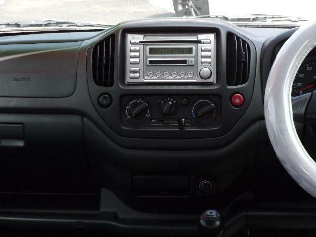 社外オーディオ装備です。お好みのオーディオやナビ・ドライブレコーダーの取り付けも承ります。