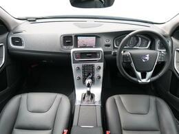 試乗車で使用していたS60D4タックエディションを認定中古車でご紹介♪低走行!使用感も少なく綺麗な状態です♪黒革シートやシートヒーターなど装備も充実♪もちろんボルボの先進安全装備も標準装備です!