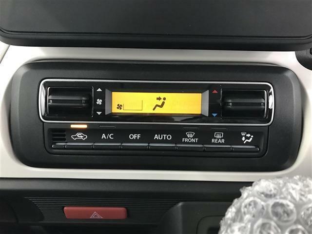 オートエアコン機能が付いてるので車内の温度調整も簡単に出来ます!