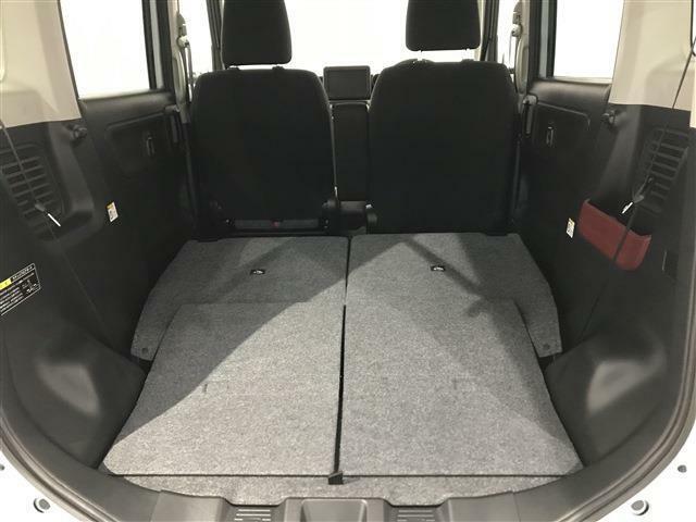ワンタッチで後部座席を倒すと座席をフラットにすることが出来ます!