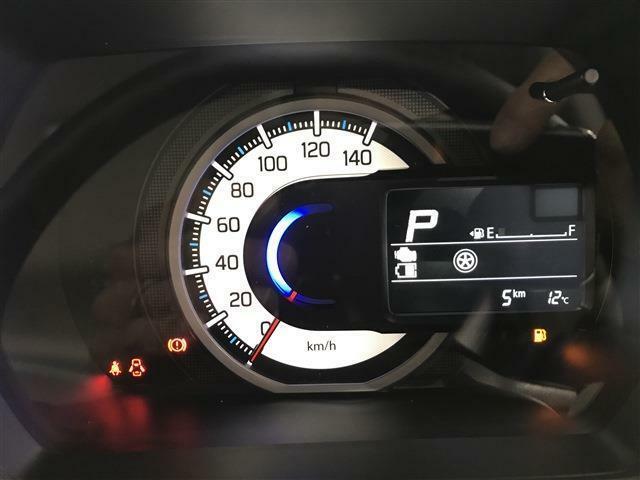自発光メーターで見やすく車両情報など確認しやすいようになっています!