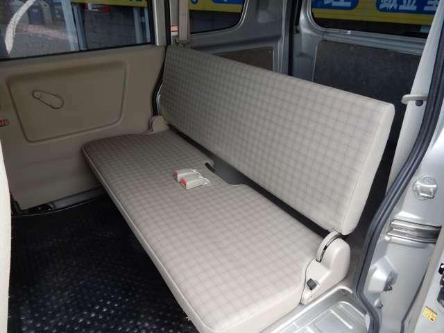 リヤシートもゆったりです♪大人が座ってもストレスなくくつろげます♪TEL 0120-345-267
