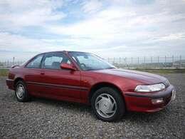 マイケルJフォックスがCMに起用されたかっこいいアメリカンスタイルのクーペとして登場し、一世風靡した車です。
