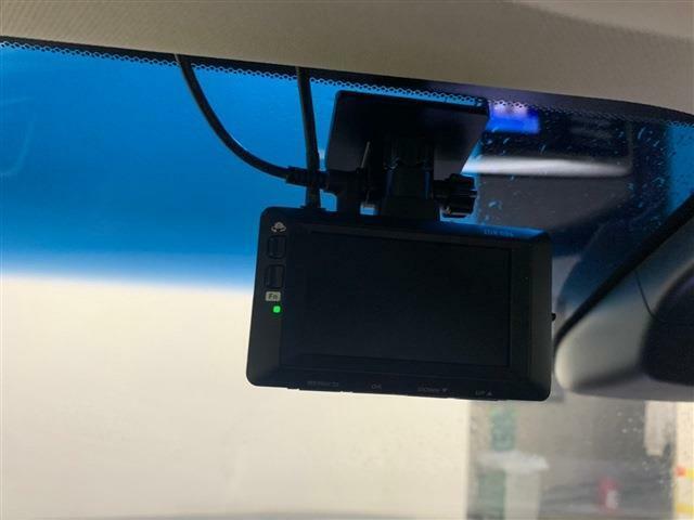 近年必要性が叫ばれているドライブレコーダーが最初から装着されております!これからの導入を考えていた方にとってはお得な一台と言えます!