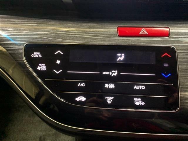 エアコンはボタンワンプッシュで設定温度に調整してくれるオートエアコン仕様です!