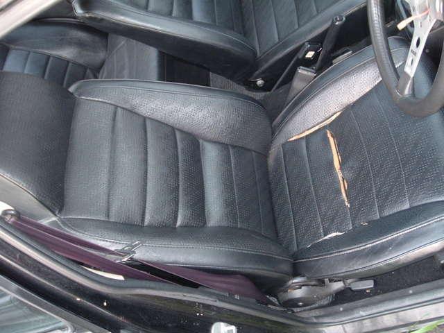 ビニールレザードライバーシートの座面のみ破れ有リ。