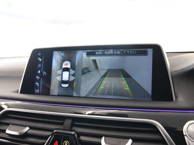 トップビュー 各カメラの映像を合成し車を外から見ているかのように周囲の確認が可能です。