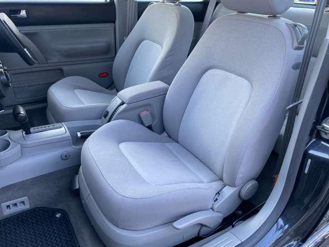 さすがワーゲンのシートです♪シートに厚みがあり幅も広くゆったりとお乗りいただけます♪クッション性が高く少し硬めかなと感じますが長距離でも疲れ知らずなシートになります♪