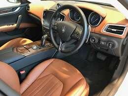 イタリア車ならではのセンスが感じられ特別感のあるインテリアデザイン