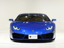 外装色はBlu Caelmというメタリックブルーカラーになります。