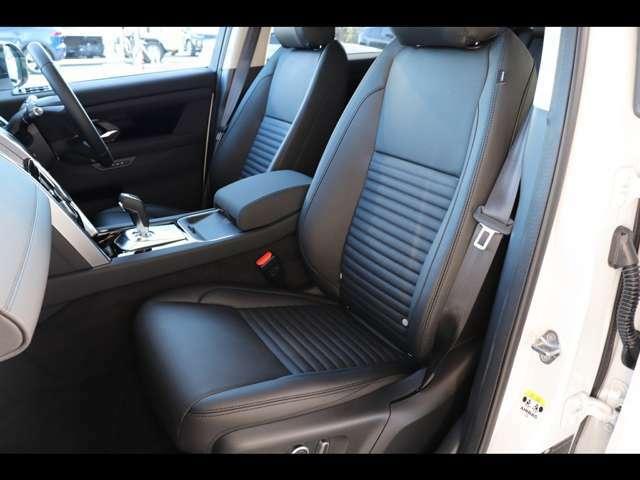 助手席も12way電動調整シートを搭載。お好みのポジションで快適なドライブをお楽しみいただけます。もちろんシートヒーターでのおもてなしも忘れていません。