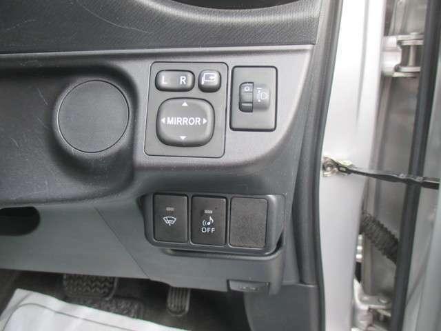 電動格納式ドアミラー&ヘッドライトレベライザー&フロントガラス熱線が装備されております!