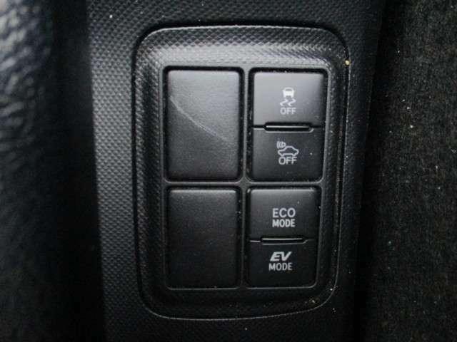 突然の路面状況の変化や、危険回避の時に急激なハンドル操作をして車両姿勢が乱れた際、横滑りなどの不安定な挙動を抑制し、走行安定性を確保し、車両の姿勢を安定させる!