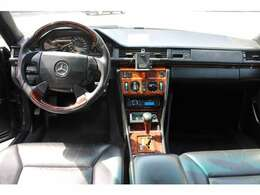 形式名W124型と呼ばれる、世界的な上級スタンダードモデルとなるメルセデスミディアムクラス。
