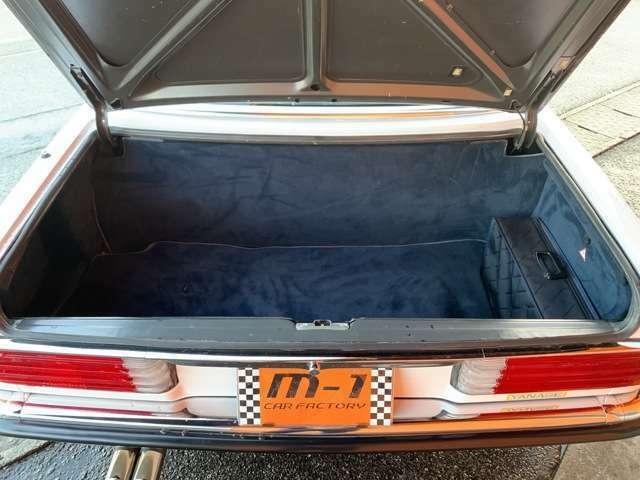 ディーラー車よりハイパワーの為、ディーラー車では設定の無い乗車定員4名モデルの為、人気の500SL!ディーラー車としての販売はありませんでした!