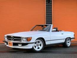 昭和63年(1988y)メルセデスベンツ500SL!左ハンドル!エンジン、オートマO/H施工歴有!外装内装レストア済車両!4970cc240ps(カタログ値)人気モデル!乗車定員4名モデル!