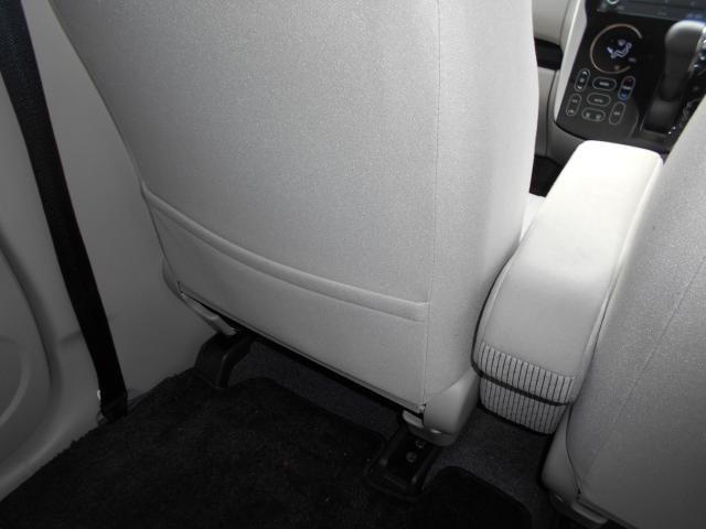 助手席シート後には地図等を入れられるシートバックポケット付き