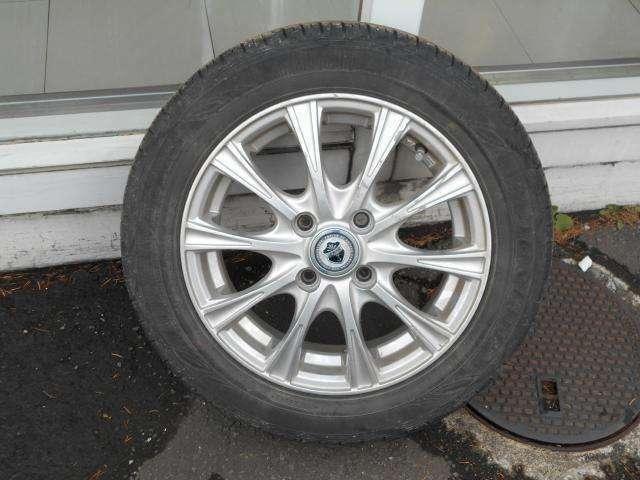 夏タイヤには社外アルミ (タイヤの残り溝は約5ミリです。)