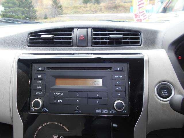 オーディオは純正のCD/ラジオを装備! スイッチも大きく使いやすいです。