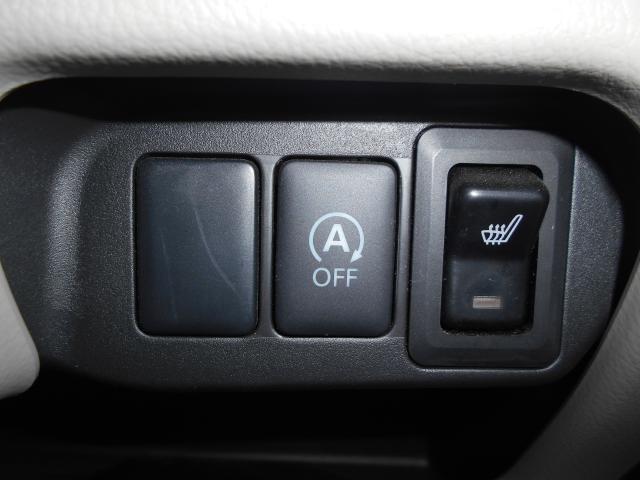 アイドリングストップ付きなので無駄な燃料をカット! 運転席にはシートヒーターを装備。