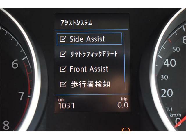 リヤトラフィックアラート(後退時警告・衝突軽減ブレーキ)搭載。バックで出庫する際の後方の安全確認をサポートする機能です。歩行者検知対応シティエマージェンシーブレーキ搭載。