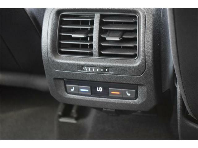 後席エアコン、シートヒーター(2列目左右)装備。
