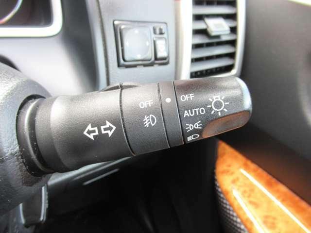 暗くなったら自動で点灯。便利な★オートライト★トンネルなどの急に暗くなる所でもすばやく反応。 早めの点灯で安心・安全