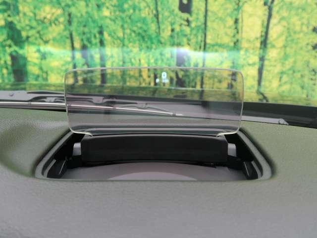 【ヘッドアップディスプレイ】メーターや情報が表示されます♪視線を大きく動かさずにスピードがわかるので便利な機能ですよ!