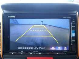 ◆【リアカメラ】が装着されています。リバースに入れるだけで映ります。後方の安全確認や、狭い駐車場での車庫入れ、雨の日や夜間など視界の悪い時に便利です。安全にバックする為には欠かせない装備です。