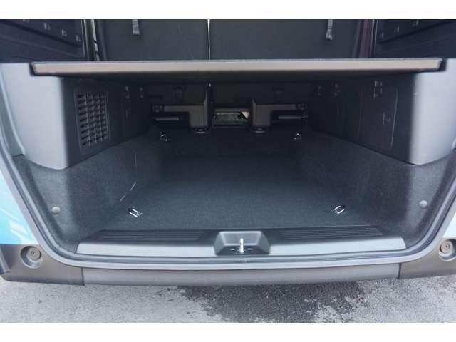車中泊時に荷物を収納できる便利な機能が付いています。