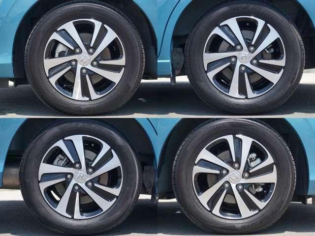 純正アルミホイール タイヤサイズ185/65/15です。
