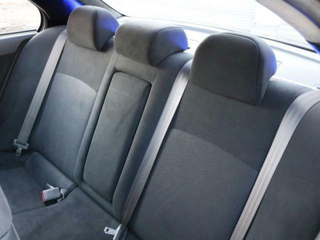 リアシートの使用感も少ないです!!大人5人乗車ももちろん可能ですよ!!