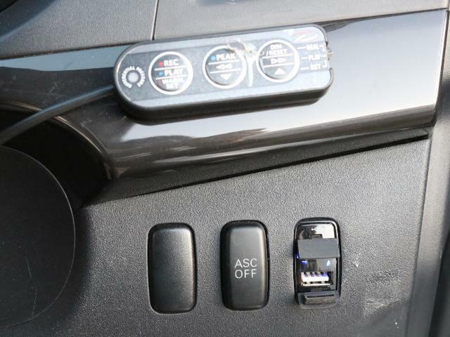 USBポートもあります!!充電や電源取りにお使いください!!