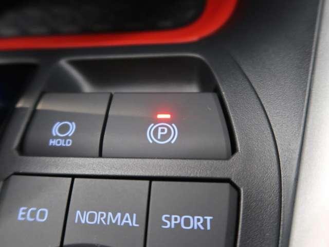 しっかり停車できる電子制御パーキングブレーキを装備。停車地点の傾斜などをシステムが検知・判断して、パーキングブレーキ力を最適制御します。