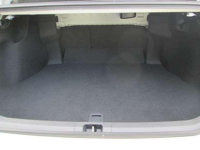 トランクは広い窓口と大容量で使いやすくお荷物がたっぷり積めるます。お買い物にもご旅行にもバッチリです!