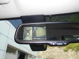 アラウンドビューモニター装備なので上から見下ろす感覚で駐車することが出来ます。 画像はルームミラーとナビ画面に映ります。