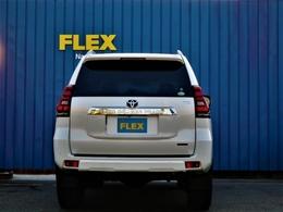 150プラドはリアゲートが横開きとなります!狭い駐車場などでは意外と不便?と思うお客様も多いとは思いますが150プラドはリアのガラス部分が上に上がりますので狭い駐車場でも問題なく荷物が詰めちゃいます♪