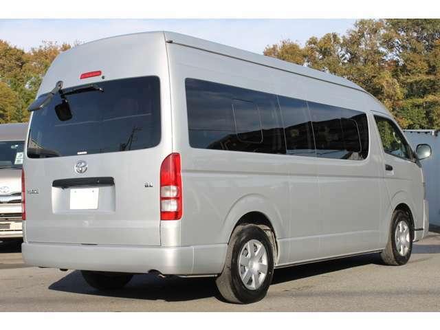 長さ:538cm/幅:188cm/高さ:228cm/車両重量:2250kg/車両総重量:3020kg/燃料タンク:70リットル/カラーナンバー:1E7