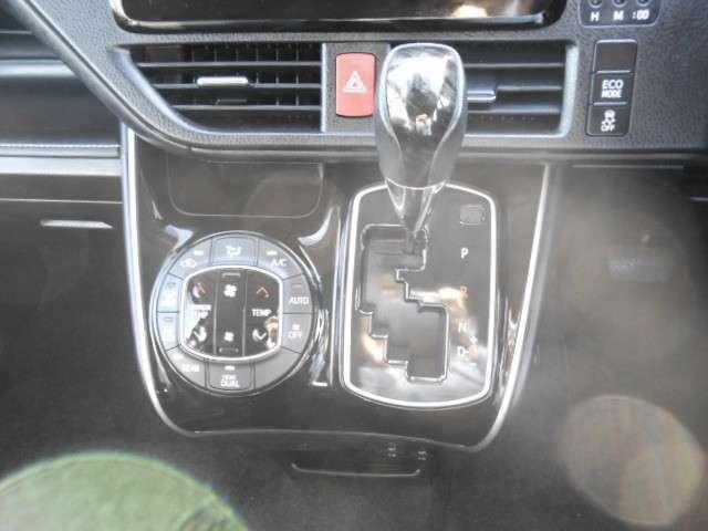 デュアルエアコンを装備!!左右独立での温度操作が可能です☆暑がりの方も寒がりの方も、一緒に乗っても安心です☆