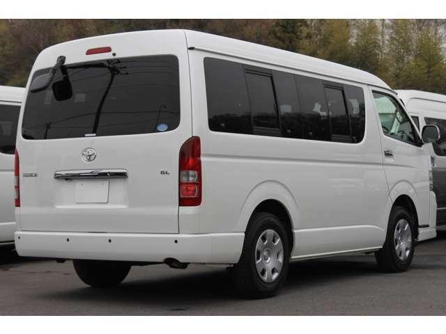 長さ:484cm/幅:188cm/高さ:210cm/車両重量:2080kg/車両総重量:2630kg/燃料タンク:70リットル/カラーナンバー:070