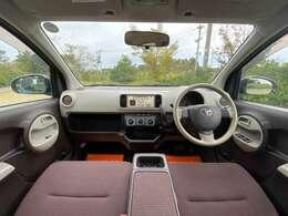 フロントピラー形状が良好な視界を確保し、収納スペースを運転席から手の届く範囲などに設置した使い勝手の良い内装です♪