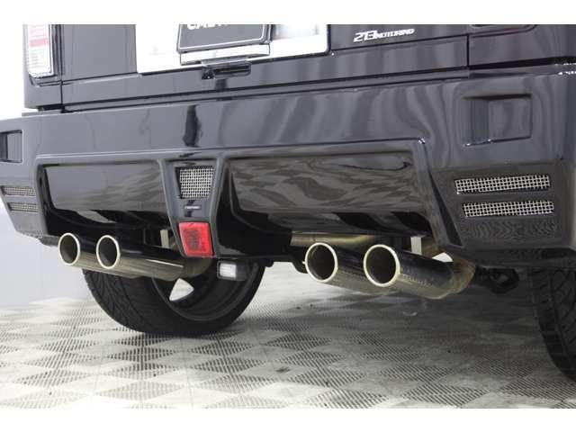 マフラーは当社がこの車のためにワンオフで製作した213motoringワンオフマフラー、エキゾーストエンドは4本出しです!