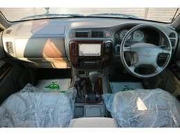 運転席・助手席も使用感少なく綺麗な部類かと。納車前にはもう一度ルームクリーニング実施致しますのでご安心ください。