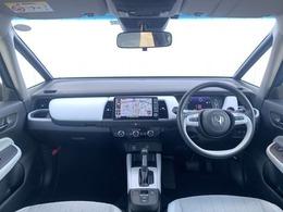 フロントガラスが大きくて見やすいので運転も安心!!視界を広くとることができるので、運転しやすいです♪ぜひ一度運転席に座って体感してみてください^^