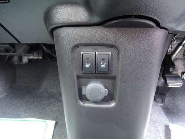 フロントシートには、左右共にシートヒーターが装備されております。寒い季節にはありがたい装備ですね♪