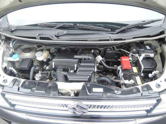 車の心臓とも呼べるエンジンルーム!自社工場にてしっかりとメンテナンスをし、安全・安心な状態でお渡し致します。