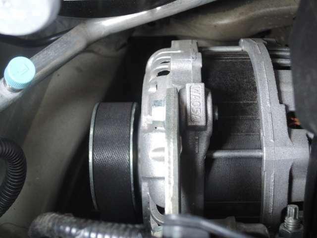 こちらの画像は、アイドリングストップ後の静かなエンジン始動や、モーターのみでクリープ走行を可能とする、ISGモーターです!