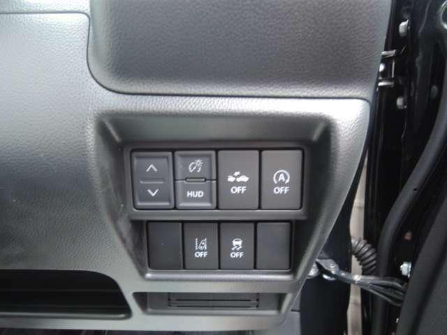 各種スイッチが並んでおります。プッシュスタートシステムですので、エンジン始動も楽です。