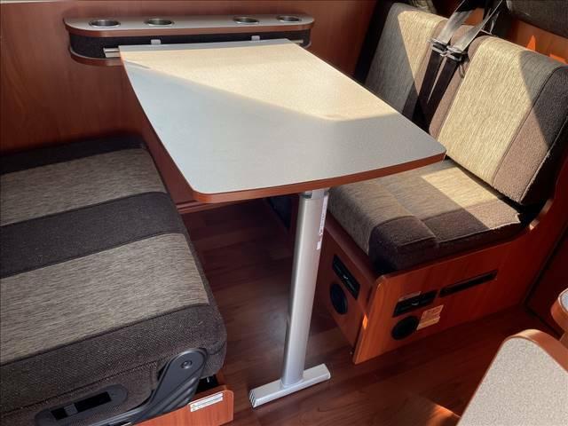 乗車7名 テーブル囲って食卓をどうですか?